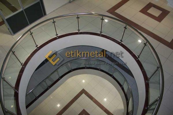 paslanmaz-camli-korkuluk-151203ACF-B290-0D09-4B9A-82F3D032ACA1.jpg